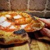 Pizza con lievito madre e cornicione alto