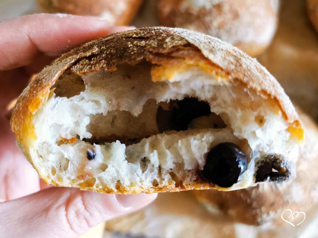 Pucce salentine con lievito madre e olive