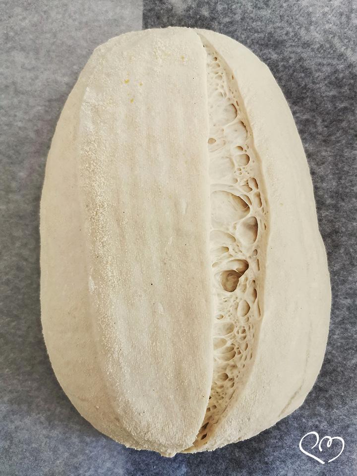 Pane con lievito madre ad alta idratazione - Incisione